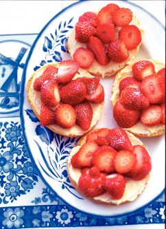 Aardbeien op beschuit