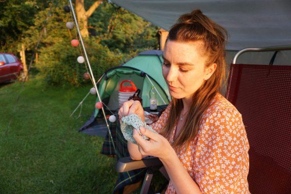 Tent, handwerkproject en lampjes