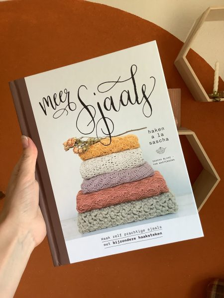 Het boek Meer sjaals a la Sascha